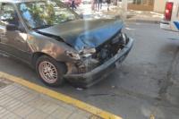Una esquina céntrica, escenario del choque de dos automóviles