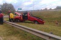 Terminó sobre el césped de la Avenida de Circunvalación tras perder el control de su vehículo