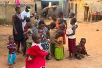 Una mujer de 39 años debe mantener sola a sus 38 hijos