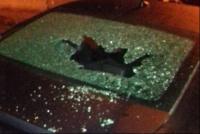 Locura en Rawson: destrozó tres autos de sus vecinos