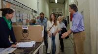 Santa Fe: Amalia Granata fue a votar y la recibieron con un pañuelo verde