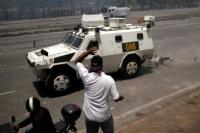 Impactante: tanque militar chavista arrolló a manifestantes en Venezuela