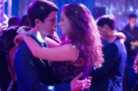 Estudio revela que aumentaron los suicidios de niños y adolescentes tras el debut de una serie en Netflix