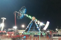Terror en el parque de diversiones: se rompió el martillo y más de 30 personas quedaron atrapadas