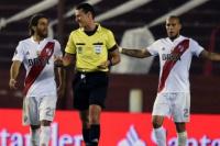 El árbitro de River-Atlético Paranaense, el gran protagonista de la polémica del VAR ante Lanús