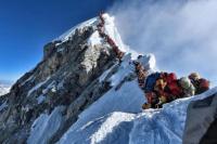 Ascienden a diez los muertos en el Everest: un argentino debió ser rescatado