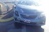 Fuerte choque en Ruta 40: dos autos terminaron contra el guardarrail
