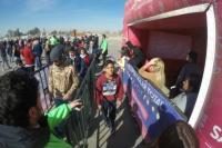 Miles de sanjuaninos ingresan al Costanera Complejo Ferial para observar el eclipse