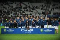 Sin Messi, el plantel argentino recibió la medalla de bronce