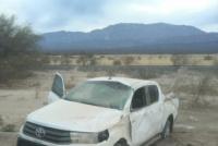 Una mujer volcó su camioneta tras perder el control