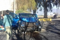 Una mujer herida, tras un choque de frente entre dos camionetas