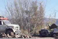 Una mujer fue hospitalizada por un violento accidente entre un auto y un camión