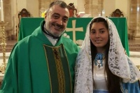 Celebró su misa de 15 años vestida de la Virgen María