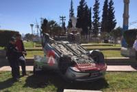 Una automovilista volcó en la rotonda de ingreso a Albardón