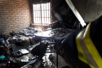Se incendió una carpintería y una mujer terminó intoxicada