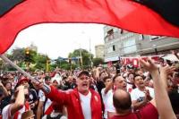 Lima, teñido de blanco y rojo: los hinchas de River realizaron un banderazo en la previa de la final