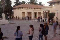En la Escuela Normal reclaman condiciones edilicias con un abrazo simbólico
