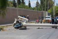 Accidente fatal: un hombre murió luego de chocar contra un poste de luz