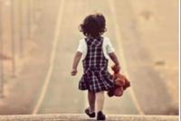 Aparecieron los padres de la beba que caminaba sola en Santa Lucía