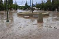 Las fuertes lluvias en Calingasta provocaron crecidas y caídas de árboles