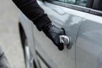 A una mujer le robaron el auto cuando se bajó a comprar a un negocio