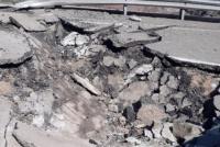 El desprendimiento de una roca destrozó un tramo de la Ruta 150