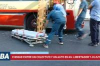 Choque entre un colectivo y un auto en el centro sanjuanino: una mujer debió ser internada
