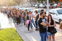 Capital: hubo largas filas para adquirir las Becas de Transporte