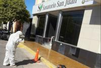 Capital: realizan limpieza permanente en sanatorios y hospitales