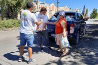 Angaco: asistieron a vecinos con kits sanitarios y comestibles
