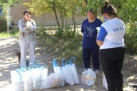 Ullum: entregan kits alimentario y de limpieza al club de adultos mayores