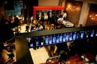 Cuando abran los restaurantes el pedido será por WhatsApp y la mezas tendrán una distancia de dos metros