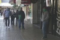 ¿Y la cuarentena?: sanjuaninos se agolpan para comprar tabaco