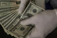 Le depositaron por error más de 1 millón de dólares en su cuenta y se negó a devolverlos