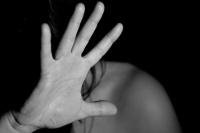 Violencia de género: apuñaló y arrastró de los pelos a su pareja por