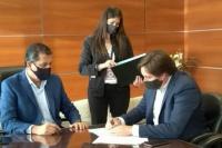 El intendente de Angaco firmó un convenio marco de cooperación con cooperativas del departamento
