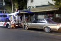 Manejaba borracho y se metió con el auto en la Peatonal: dos hermanos fueron detenidos