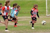 Felicitas Flores, la nena que deslumbró en las redes por su talento en el fútbol
