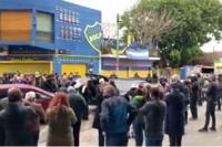 Un dirigente de Boca se murió y los hinchas lo despidieron sin respetar el distanciamiento
