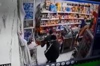 Así robó un motochorro $80 mil de una distribuidora de Chimbas: mirá el vídeo