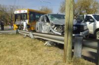 Impactante choque entre un colectivo y una camioneta