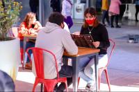 Capital eximirá de tasas a gastronómicos por el uso de veredas