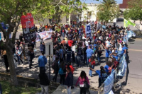 Polémica: los militantes sin respetar el distanciamiento esperan al Presidente