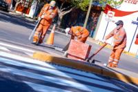 Capital comenzó con la demarcación de sendas peatonales en más de 100 esquinas