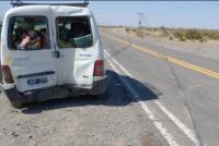 Una camioneta reventó un neumático, perdió el control y chocó contra un puente
