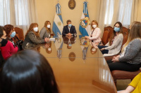 Sergio Uñac recibió a funcionarias de Salud para