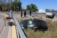 Dos camionetas chocaron y una terminó en un zanjón: un hombre fue hospitalizado