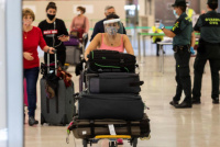 Confirmaron que las personas que lleguen del exterior deben pagar el hisopado