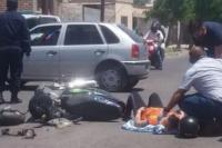 Automovilista atropelló a una embarazada que iba en moto y se fugó