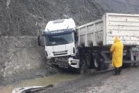 Calingasta: en medio de la lluvia, chocó un camión contra un cerro